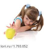 Купить «Девочка тянется за яблоком», фото № 1793052, снято 21 июня 2010 г. (c) Валерий Александрович / Фотобанк Лори