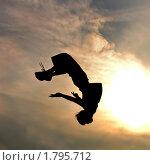 Купить «Силуэт прыгающего человека на фоне заката», фото № 1795712, снято 28 июля 2007 г. (c) Ярослав Данильченко / Фотобанк Лори