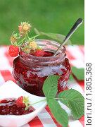 Купить «Малиновое варенье», фото № 1805368, снято 26 июня 2010 г. (c) Дарья Петренко / Фотобанк Лори