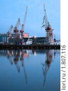 Купить «Краны в порту, Хельсинки», фото № 1807116, снято 3 мая 2010 г. (c) Константин Ёлшин / Фотобанк Лори