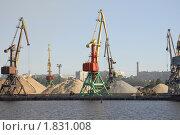 Купить «Грузовой порт в Череповце», фото № 1831008, снято 28 июня 2010 г. (c) Марина Коробанова / Фотобанк Лори