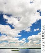Купить «Пейзаж с озером и летним небом», фото № 1832280, снято 14 июня 2010 г. (c) Дмитрий Яковлев / Фотобанк Лори