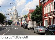 Купить «Москва, Верхняя Радищевская улица», эксклюзивное фото № 1839668, снято 11 июля 2010 г. (c) Дмитрий Неумоин / Фотобанк Лори