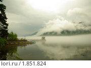 Утренний туман на озере. Стоковое фото, фотограф Андрей Дегтярев / Фотобанк Лори