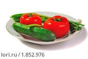 Свежие овощи на тарелке. Стоковое фото, фотограф Dezel / Фотобанк Лори
