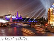 Купить «Фейерверк над Московским Кремлем в день 65-летия Великой Победы (9 мая 2010 года)», фото № 1853768, снято 8 мая 2010 г. (c) Дмитрий Яковлев / Фотобанк Лори