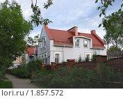 Купить «Современный особняк в Пскове», фото № 1857572, снято 15 мая 2010 г. (c) Валентина Троль / Фотобанк Лори