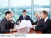 Купить «Бизнесмены в офисе», фото № 1869572, снято 17 июня 2010 г. (c) Raev Denis / Фотобанк Лори