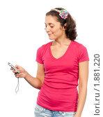 Купить «Симпатичная девушка читает смс», фото № 1881220, снято 21 июля 2010 г. (c) Давид Мзареулян / Фотобанк Лори
