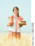 Купить «Девушка с хлебом в поле», фото № 1882508, снято 24 июля 2010 г. (c) Яков Филимонов / Фотобанк Лори
