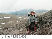 Купить «Девушка с рюкзаком в горах. Хибины», фото № 1885408, снято 5 июля 2010 г. (c) Кекяляйнен Андрей / Фотобанк Лори