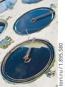 Купить «Круглый резервуар станции биологической очистки сточных вод», фото № 1895580, снято 10 июля 2010 г. (c) Кекяляйнен Андрей / Фотобанк Лори