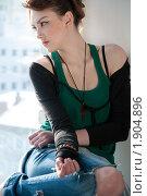 Купить «Задумчивая девушка сидит на подоконнике», фото № 1904896, снято 13 марта 2010 г. (c) Александр Маркин / Фотобанк Лори