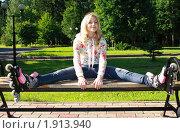 Купить «Счастливая девушка на роликовых коньках», фото № 1913940, снято 18 июня 2010 г. (c) Антон Корнилов / Фотобанк Лори