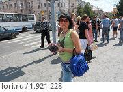 Купить «Девушка - рекламный агент на улице города Курган», фото № 1921228, снято 22 июля 2010 г. (c) Анатолий Матвейчук / Фотобанк Лори