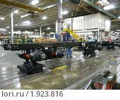 Сборочная линия американских грузовых автомобилей. Завод по сборке грузовиков МАК (2009 год). Редакционное фото, фотограф Marina Butirskaya / Фотобанк Лори
