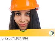 Купить «Девушка в строительной каске с измерительным уровнем», фото № 1924884, снято 14 января 2010 г. (c) Сергей Буторин / Фотобанк Лори