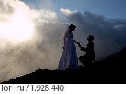 Купить «Невеста и жених в горах,контурный свет», фото № 1928440, снято 18 июля 2010 г. (c) Сергей Александров / Фотобанк Лори