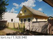 Купить «Углич. Одноэтажный жилой дом», эксклюзивное фото № 1928940, снято 14 августа 2010 г. (c) lana1501 / Фотобанк Лори