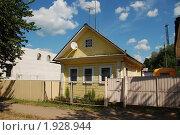 Купить «Углич. Одноэтажный жилой дом», эксклюзивное фото № 1928944, снято 14 августа 2010 г. (c) lana1501 / Фотобанк Лори
