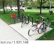 Стоянка велосипедов в Миллениум парке, Чикаго, США (2010 год). Редакционное фото, фотограф Marina Butirskaya / Фотобанк Лори