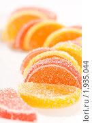 Купить «Разноцветный мармелад-апельсиновые и лимонные дольки», фото № 1935044, снято 31 августа 2005 г. (c) Кравецкий Геннадий / Фотобанк Лори