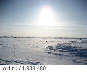 Рыбак под зимнем солнцем. Стоковое фото, фотограф Валентин Тучин / Фотобанк Лори