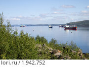 Купить «Корабли на входе в Кольский залив», фото № 1942752, снято 20 июля 2010 г. (c) Вячеслав Палес / Фотобанк Лори
