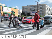 Купить «Пешеходы», фото № 1944788, снято 31 августа 2010 г. (c) Андрей Жухевич / Фотобанк Лори