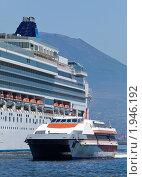 Купить «Большое круизное судно в порту Неаполя, Италия», фото № 1946192, снято 17 июня 2010 г. (c) Антон Балаж / Фотобанк Лори