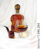 Купить «Коньяк,бокал,трубка», эксклюзивное фото № 1946284, снято 30 июня 2010 г. (c) Blekcat / Фотобанк Лори