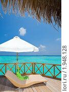 Купить «Зонт и шезлонг на террасе виллы, Мальдивы», фото № 1948128, снято 25 марта 2010 г. (c) Куликов Константин / Фотобанк Лори