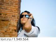 Девушка у стены. Стоковое фото, фотограф юлия юрочка / Фотобанк Лори