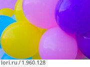 Цветные яркие надувные шары с капельками дождя (фон) Стоковое фото, фотограф ac / Фотобанк Лори