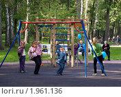 Купить «Детская площадка в парке», фото № 1961136, снято 5 сентября 2010 г. (c) Самойлова Екатерина / Фотобанк Лори