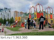 Купить «Детская площадка в Митине», эксклюзивное фото № 1963360, снято 5 сентября 2010 г. (c) Валерия Попова / Фотобанк Лори