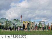 Купить «Детская площадка в Митине», эксклюзивное фото № 1963376, снято 5 сентября 2010 г. (c) Валерия Попова / Фотобанк Лори