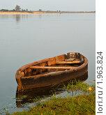 Лодка на воде. Стоковое фото, фотограф Евгений Селезнев / Фотобанк Лори
