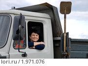 Женщина в кабине грузовика. Стоковое фото, фотограф Светлана Кузнецова / Фотобанк Лори