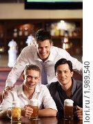 Купить «Трое мужчин с пивом в пабе», фото № 1989540, снято 22 августа 2010 г. (c) Raev Denis / Фотобанк Лори