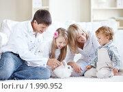 Купить «Счастливая семья дома с кроликом», фото № 1990952, снято 17 сентября 2010 г. (c) Raev Denis / Фотобанк Лори
