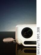 Купить «LCD проектор», фото № 1991308, снято 31 августа 2010 г. (c) Денис Миронов / Фотобанк Лори