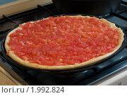 Готовим пиццу дома. Стоковое фото, фотограф Илья Забежинский / Фотобанк Лори