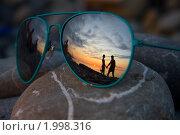 Отражение пары в очках на закате. Стоковое фото, фотограф Олег Храмочкин / Фотобанк Лори