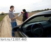 Купить «Мужчина и женщина ищут дорогу на карте», фото № 2001460, снято 26 сентября 2010 г. (c) паша семенов / Фотобанк Лори