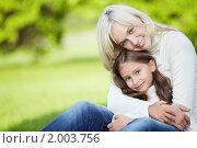 Купить «Счастливые мама с дочкой в парке», фото № 2003756, снято 10 сентября 2010 г. (c) Raev Denis / Фотобанк Лори