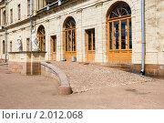 Купить «Центральный подъезд Гатчинского дворца», эксклюзивное фото № 2012068, снято 13 июля 2010 г. (c) Александр Щепин / Фотобанк Лори