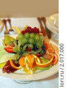 Купить «Блюдо с фруктами», фото № 2017000, снято 1 июля 2010 г. (c) Татьяна Белова / Фотобанк Лори