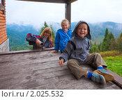 Купить «Семья на деревянной веранде на фоне осенних гор», фото № 2025532, снято 4 сентября 2010 г. (c) Юрий Брыкайло / Фотобанк Лори