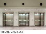 Купить «Три лифта в офисном здании», фото № 2028256, снято 10 декабря 2009 г. (c) Losevsky Pavel / Фотобанк Лори